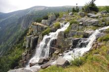 Der Pantscha-Wasserfall ist mit 148 m der größe Wasserfall, Foto: Archiv Vydavatelství MCU s.r.o.