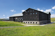Die Wiesenbaude beherbergt ein modernes Hotel mit einer Kapazität von 150 Betten, Foto: Archiv Vydavatelství MCU s.r.o.